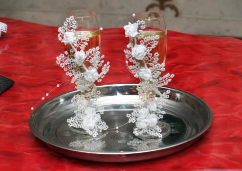 Свадебные бокалы из бисера своими руками